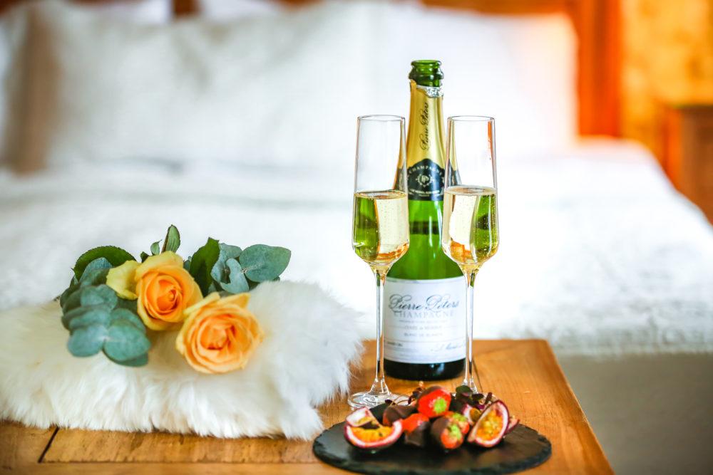 Boka en romantisk weekend på Hennickehammars Herrgård