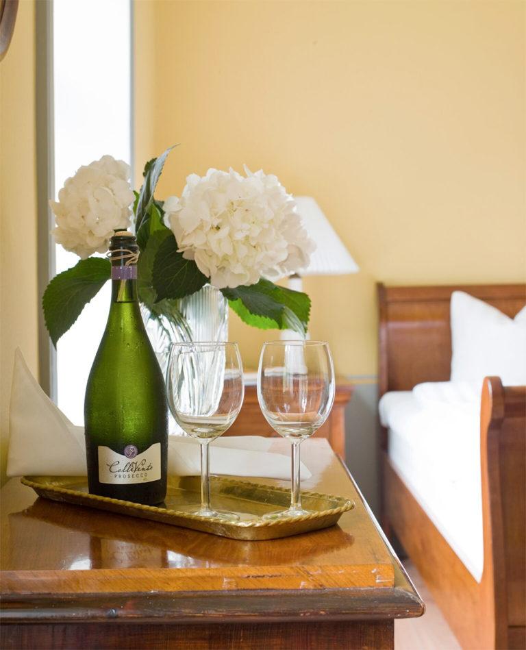 Njut av champange på Idala Gård