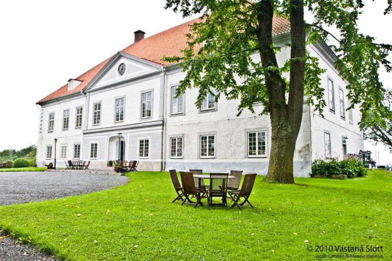 Åk på en weekendresa till Västanå slott