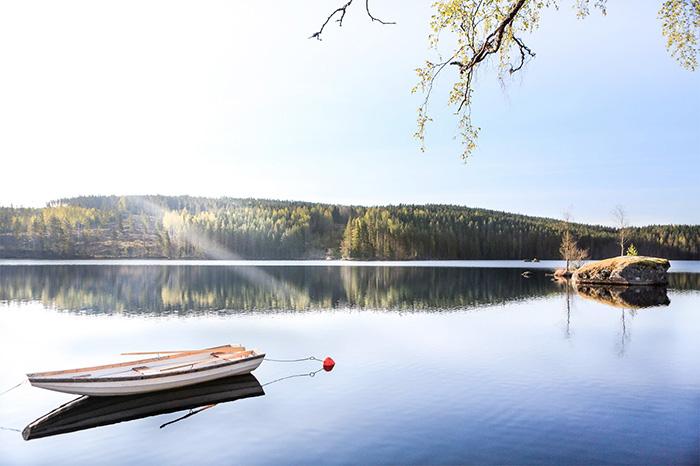 Sjö nära Hennickehammars Herrgård