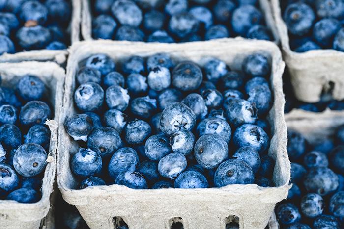 Recept på lakritskolapaj med blåbärsmaräng
