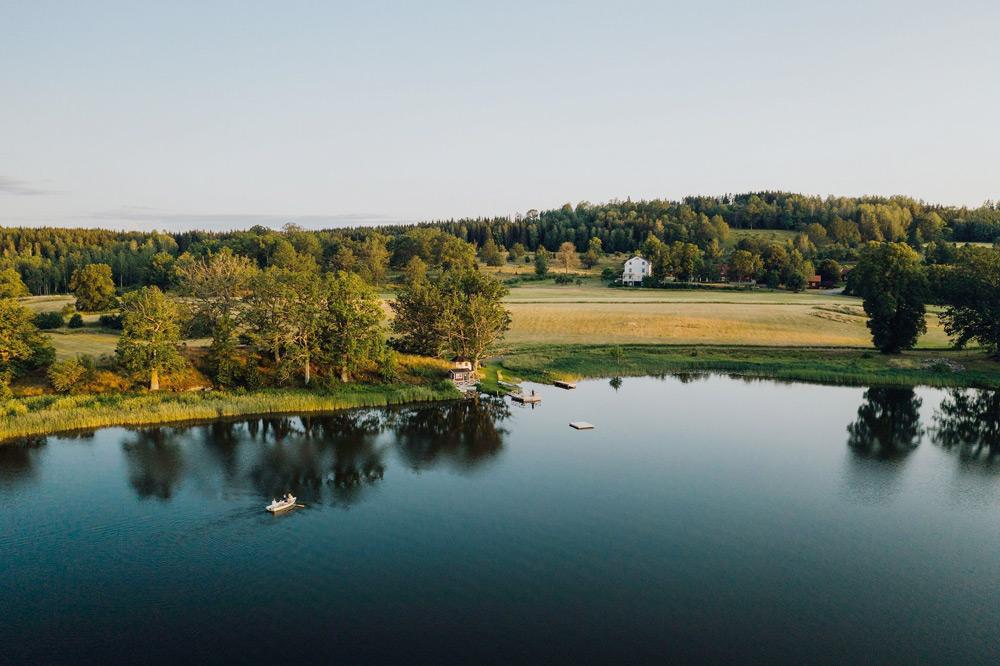 Upplev den vackra naturen kring Wallby Säteri