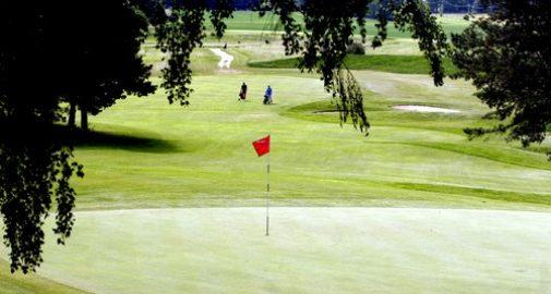 Ta en golfweekend på Skytteholm Hotell