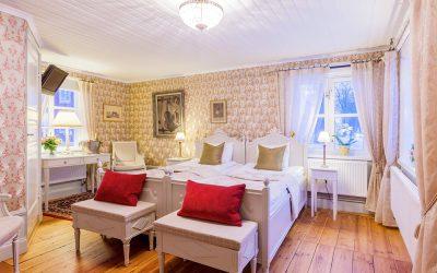 Vackert hotellrum på Vadstena Klosterhotel